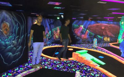 Fun teammeeting Aug Glow-in-the-dark minigolf